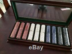 BOMBAY & CO. Poker Chip Set in Mahogany Case withglass top Never used SEALED CHIPS