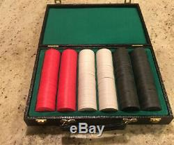 Paulson Top Hat & Cane Poker Chip Set of 300 Chips (NOS)Unplayed Red Black White