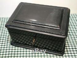 VINTAGE PORTABLE TRAVEL CLAY POKER CHIP SET LOCKING BOX WithBRASS HARDWARE & KEY