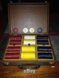 VINTAGE SET INDIAN HEAD CLAY POKER CHIPS & ANTIQUE CASE With BAKELITE HANDLE RARE